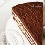 Cafe Lontano özel üretim; Üç çikolatalı, hindistan cevizli ve bal bademli pasta