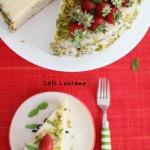 Çilekli ve Fıstıklı Bir Yaz Pastası