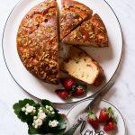 Çilekli ve Antep Fıstıklı Pasta Gibi Bir Kek